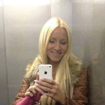 laurie, 25, Dives, France