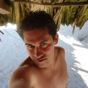 Carlos León Miranda, 30, Veracruz, Mexico