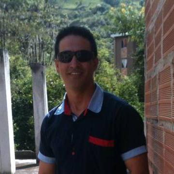 Alubin Escobar Jimenez, 33, Colombiano, Colombia