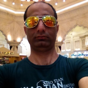 Waqar, 36, Dubai, United Arab Emirates