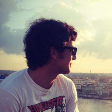 Franco Raffaele, 28, La Plata, Argentina