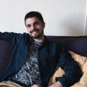 César Manresa Fernández, 31, Barcelona, Spain
