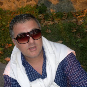 Teoman Ac, 36, Istanbul, Turkey