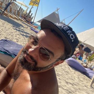 Mazen, 40, Dubai, United Arab Emirates