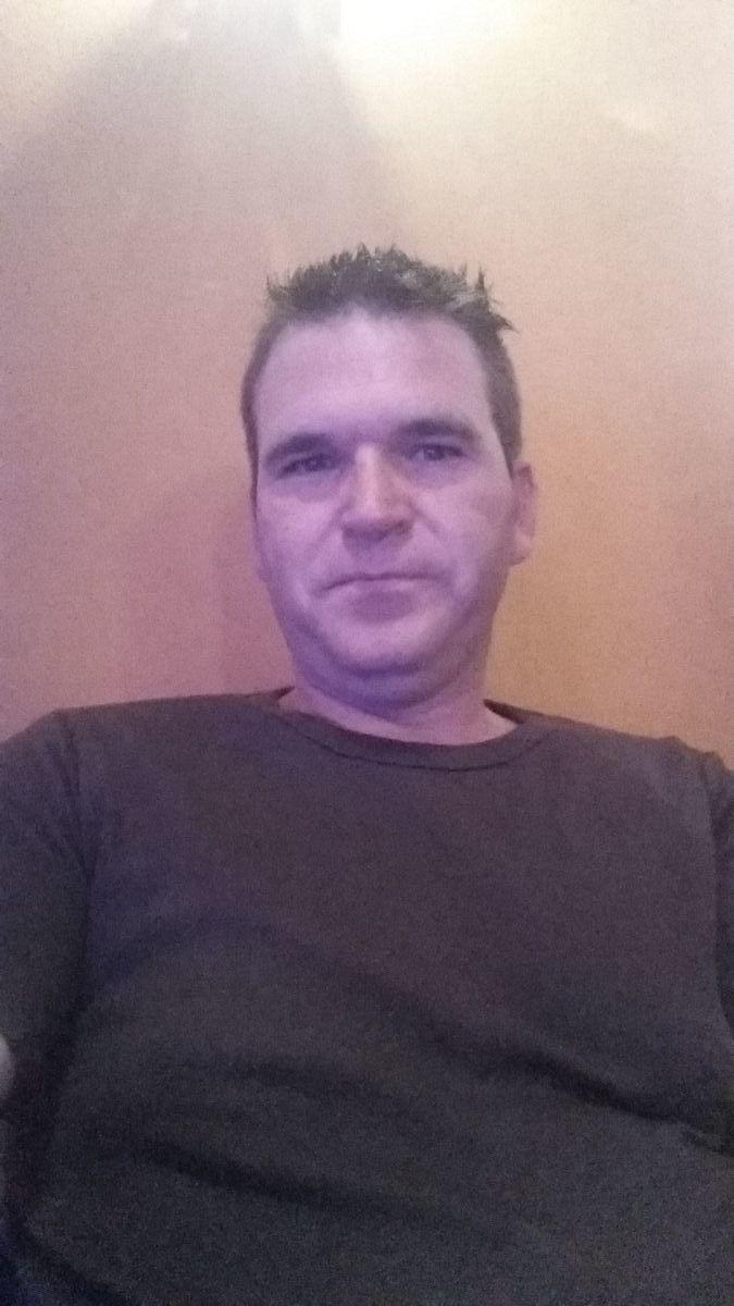 Diego, 45, Neuchatel, Switzerland