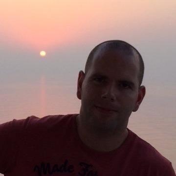 Gaz, 37, Dubai, United Arab Emirates