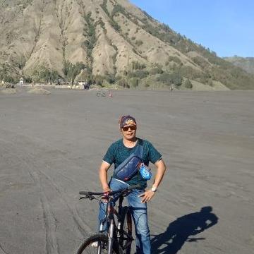 Alex Hartadie, 39, Kediri, Indonesia