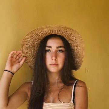 Jess, 20, Montreal, Canada