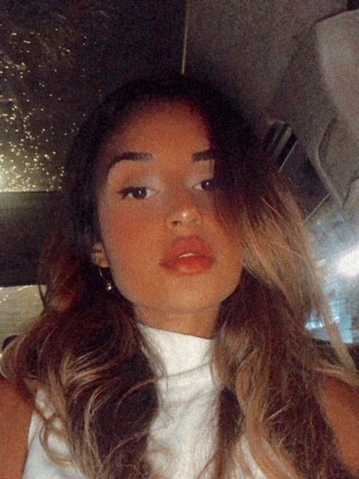 Heloisa Bronholo, 24, Curitiba, Brazil