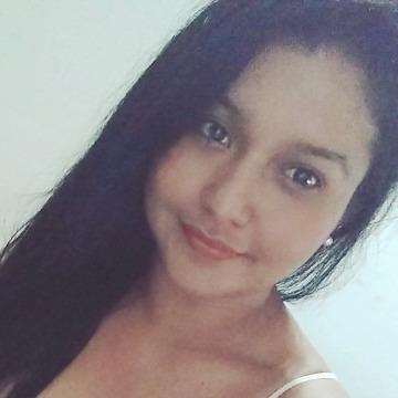 Yesenia, 29, Medellin, Colombia