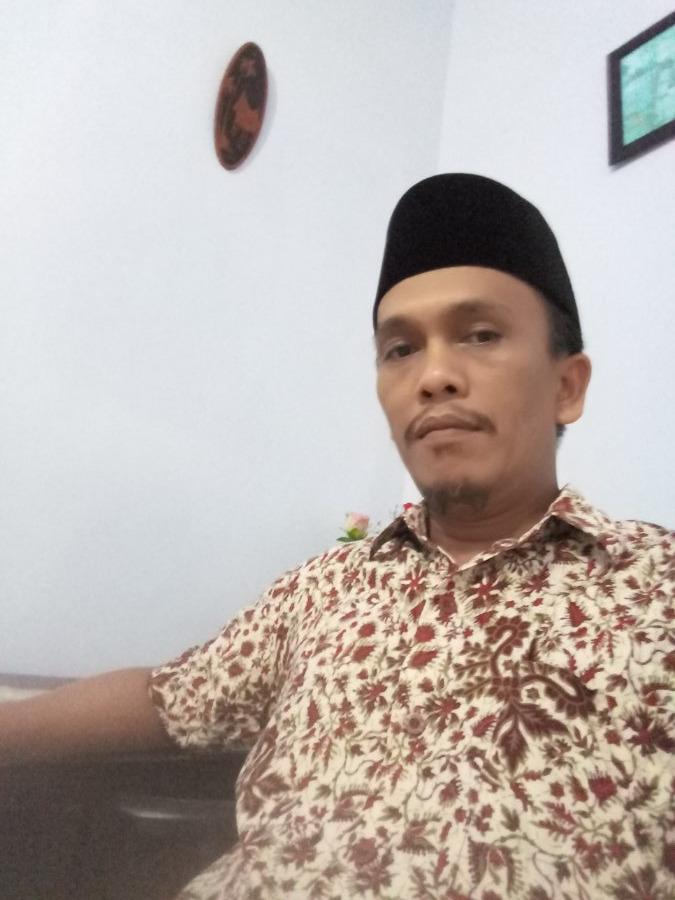 Riswan Zuhri Manurung, 41, Surabaya, Indonesia