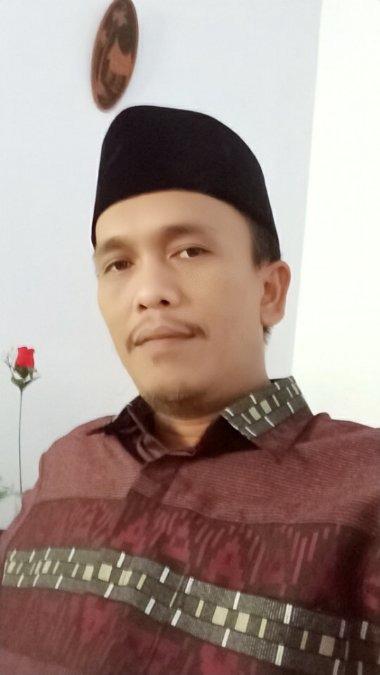 Riswan Zuhri Manurung, 42, Surabaya, Indonesia
