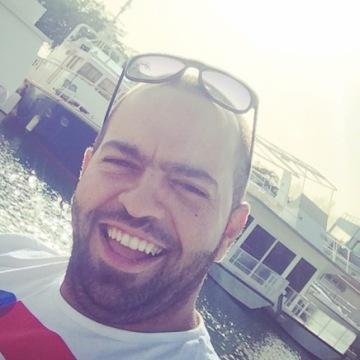 Maher, 31, Abu Dhabi, United Arab Emirates