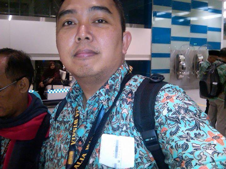 Wahyu, 42, Malang, Indonesia