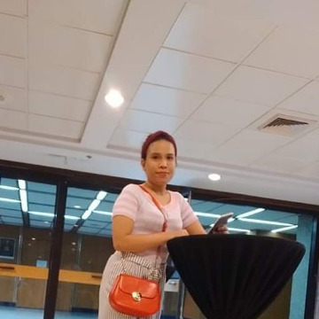 Lyn Razaele, 24, Manila, Philippines
