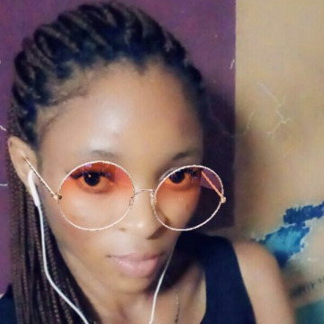 Bee, 24, East London, South Africa