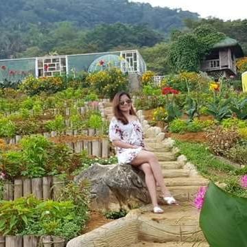 Izzah Vanessa Yniesta, 29, Manila, Philippines