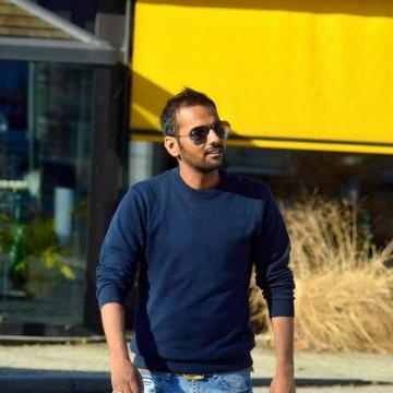 Ashutosh Sharma, 30, Ni Dilli, India