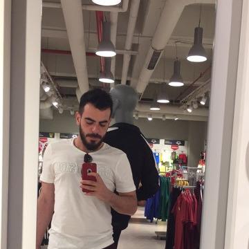 Ibrahim, 26, Beyrouth, Lebanon
