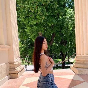 Ayala, 19, Prague, Czech Republic