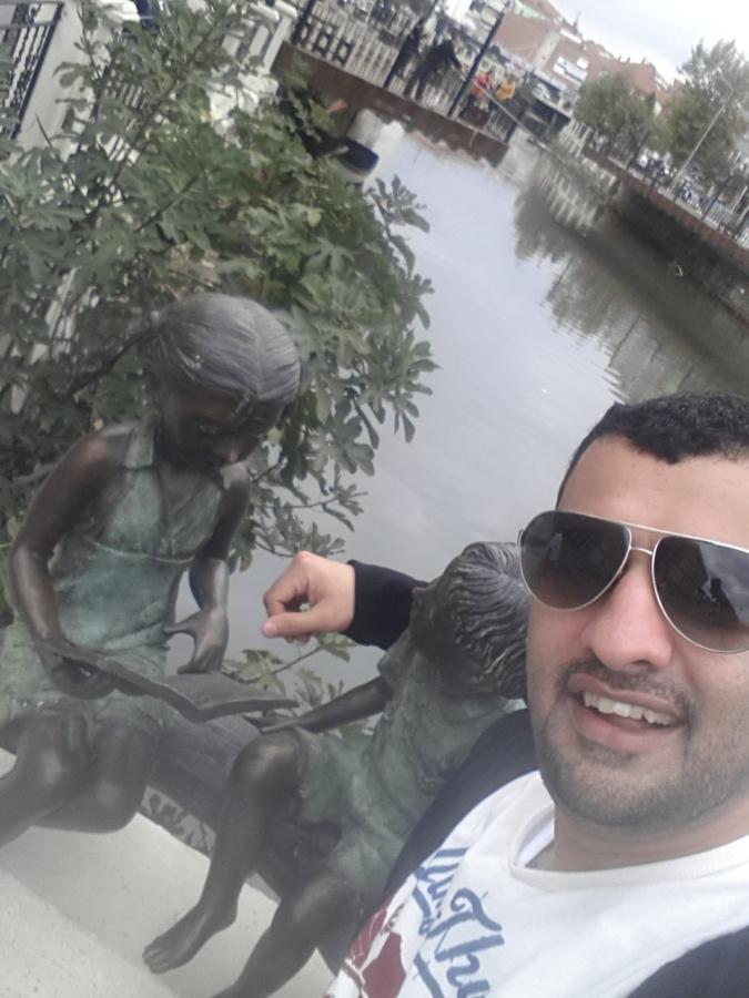 Rashed, 37, Abu Dhabi, United Arab Emirates