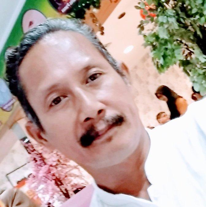 Saenal Sibulo, 51, Makassar, Indonesia
