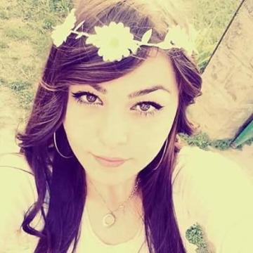 Sevda Radkova, 30, Istanbul, Turkey