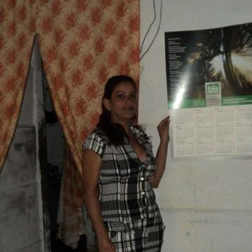 Leonela Suarez Jimenez, 44, Bayamo, Cuba