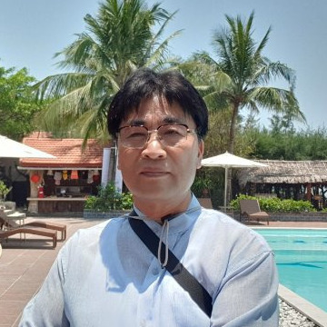 Dongcheul  Kim, 63, Mokpo, South Korea