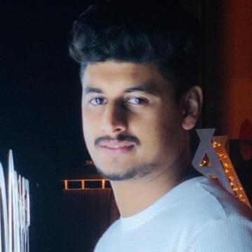 Faz, 26, Dubai, United Arab Emirates