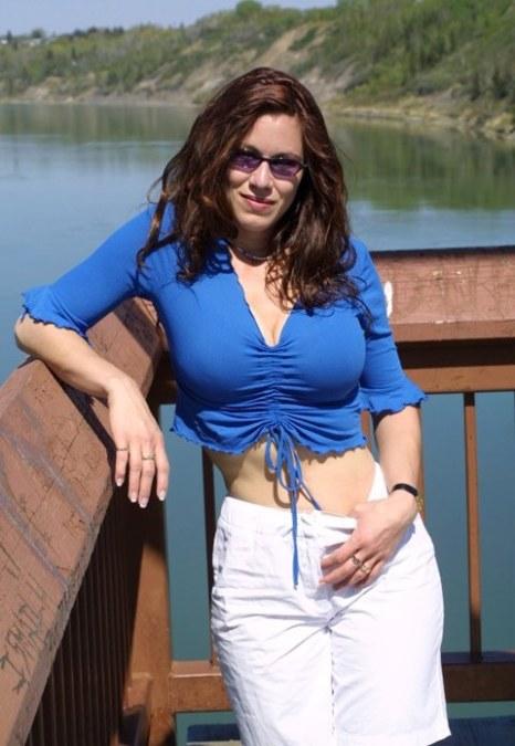 Laura, 39, Louisville, United States