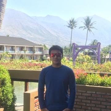 Zakiy Waliyullah, 30, Bandung, Indonesia