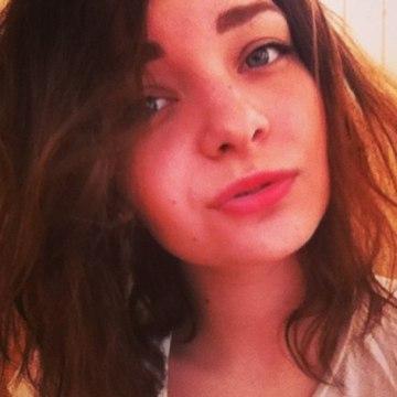 Julia, 25, Saint Petersburg, Russian Federation