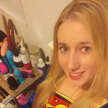 Elizabeth, 32, Dallas, United States