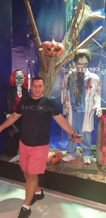 Hani, 38, Dubai, United Arab Emirates