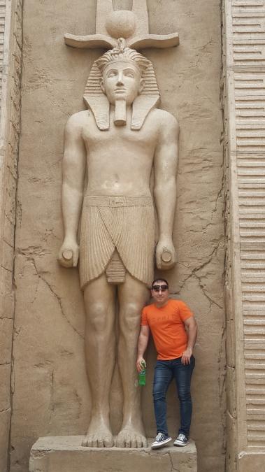 Issa, 41, Dubai, United Arab Emirates