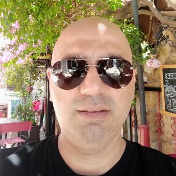 Tayfur, 41, Istanbul, Turkey
