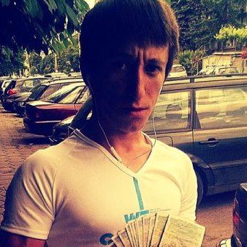 Николай Петров, 29,