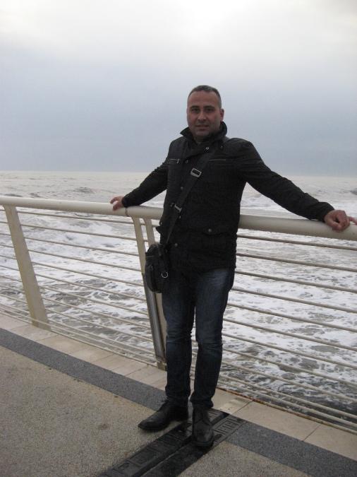 Simon, 43, Viareggio, Italy