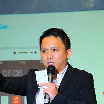 West Lee, 33, Sidoarjo, Indonesia