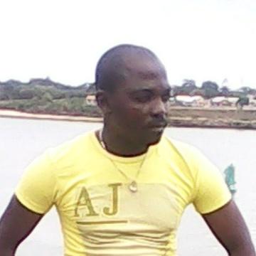 Stano Ndaa, 43, Nairobi, Kenya