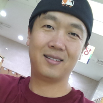 Young Je  Hwang, 44, Daegu, South Korea