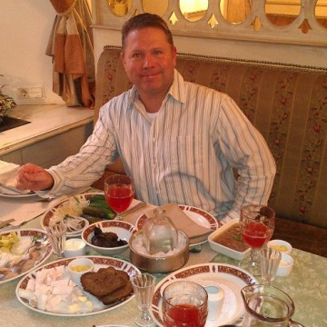 Thomas, 43, Naples, United States