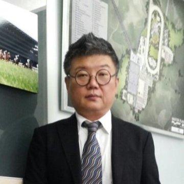 Kwang Ho  Park, 48, Seoul, South Korea