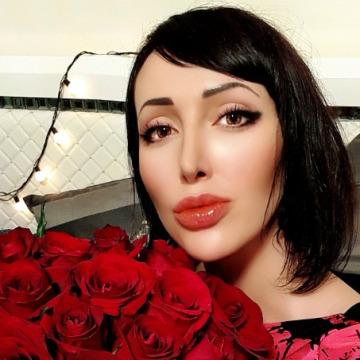 Nadine, 26, Dubai, United Arab Emirates