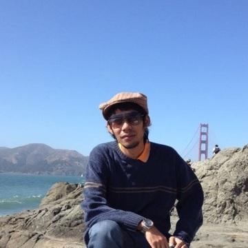 Urisr Tanjedrew, 34, Bang Bo, Thailand