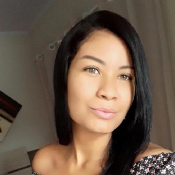 Alessandra Diniz, 23, Montreal, Canada