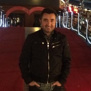 Mert Özmen, 37, Istanbul, Turkey