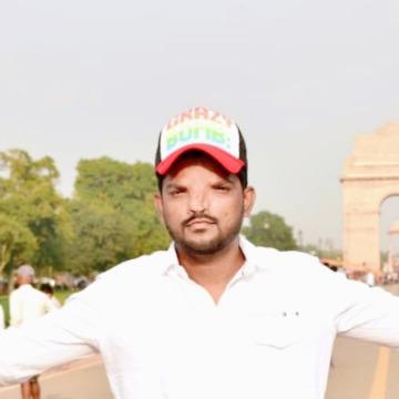 Akdas, 31, Mumbai, India