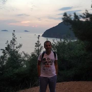 Yalçin, 40, Istanbul, Turkey